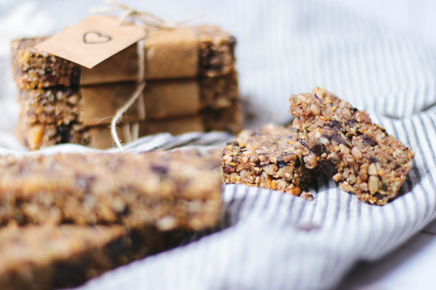 Low carb granola bar