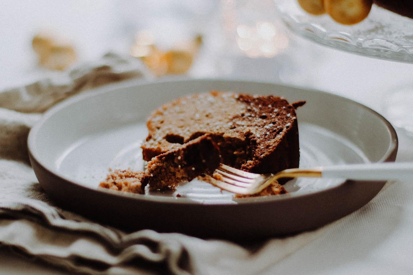 {Low-Carb} Austrian Gewürzgugelhupf: Delicious Spiced Bundt Cake